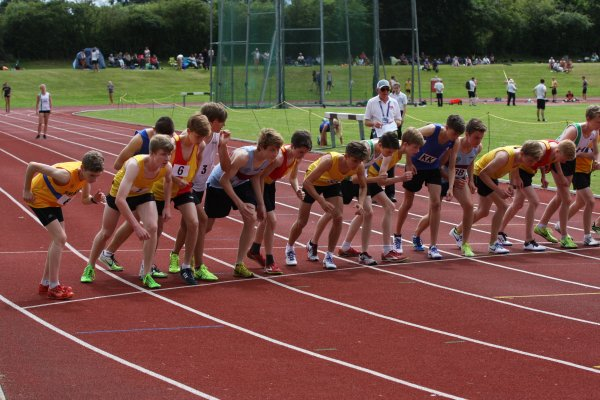 Start of the Under 17 Men's 3000 metres